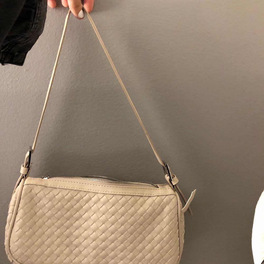 Väska från Gina 130kr plus 79 kr frakt. Väskor.