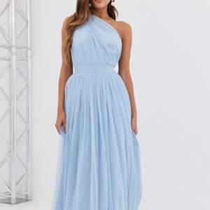 säljer min jätte fina balklänning som inte kom till användning pga corona 😪 meen vill då sälja den så nån som har bal nästa år kan bära denna fina klänning! som sagt använde jag den aldrig så den är i bra skick😍 ordinarie pris 900kr