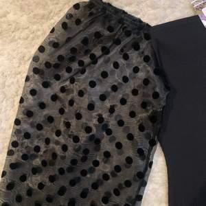 En tight ribbad klänning med ballongärmar i strl 38/M🤩 Klänning är ifrån boho och är knappt andvänd prislappen är fortfrande kvar, Säljer denna klänning för 90kr där köparen står för frakten 💕