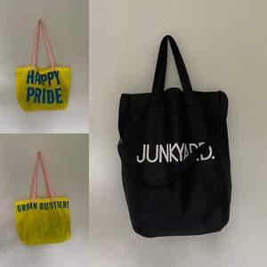 Intressekoll! Har 2 stycken likadana Urban Outfitters väskor och 2 stycken från Junkyard. Kom med bud! ✨ (Alla är använda bara några få gånger) 🥰 KVAR: 2 Urban Outfitters och 1 Junkyard