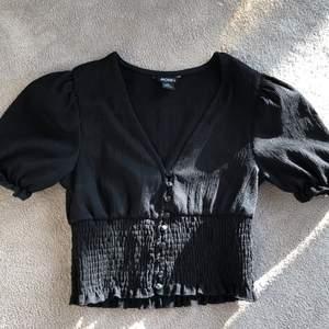 Fin t-shirt från monki använt 1 gång