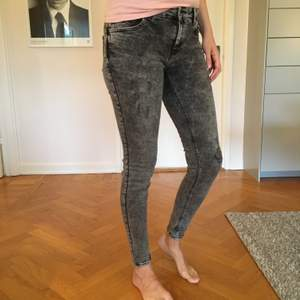 Snygga svarta jeans inköpa på Mango. Ej använda mycket så de är väl bevarade.