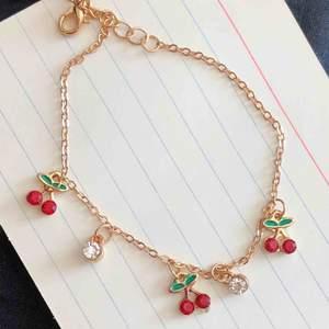 Gold cherry armband 🍒