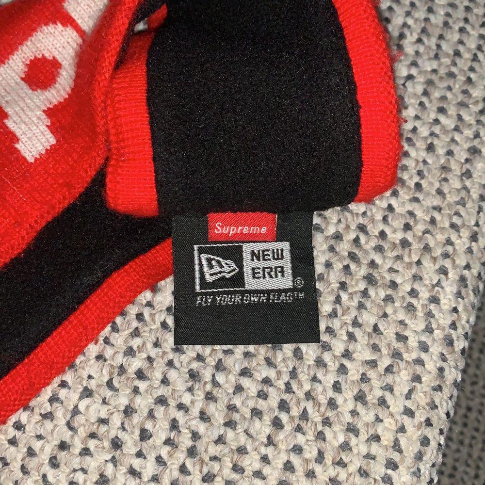 """Supreme headband från FW18 droppet från supremes hemsida, detta är den """"icke-reflekterande"""" versionen, hyfsat skick, otroligt bra pris! Skriv till mig för frågor! BUD:150 BIN:250 Du står för frakten ifall det ska skickas!!!. Accessoarer."""