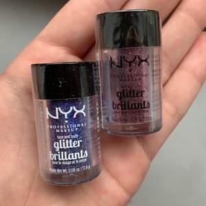 """Säljer dessa oöppnade glitter brilliants ifrån NYX. Den ena är lila och i färgen """"violet"""" och den andra är rosa i färgen """"rose"""". Perfekta till fest att ha i ansiktet eller för att få en riktigt cool ögonskugga! Har även andra färger som går att köpa för lite billigare då de är öppnade men ej använda!!! 100kr för båda eller 65kr för en!"""
