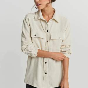Säljer denna fräscha Manchester skjortan från ginatricot!
