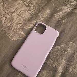 Lila skal i pastellfärg från holdit. iPhone 11 PRO. Aldrig använt pga köpte för fel telefon.
