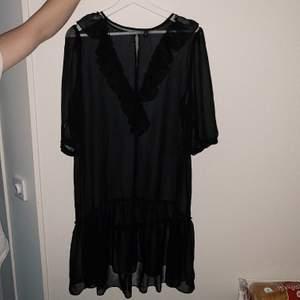 Genomskinlig klänning, använd 1 gång. Storlek 38 💓