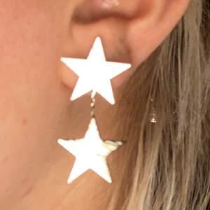 Sååå fina stjärnörhängen!! Aldrig använda. Frakt: 11kr💕💕