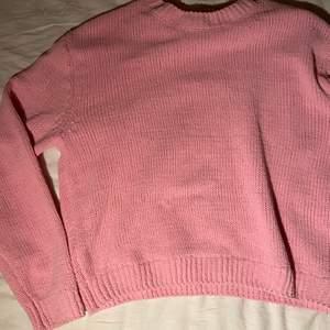Oanvänd rosa stickad tröja från Hm❤️ jättefin och skön, superfin med över en vit skjorta men var inte riktigt min grej❤️