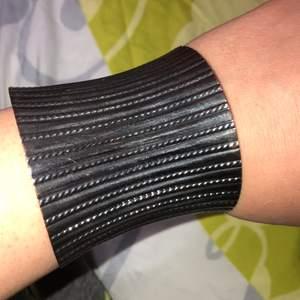 Fin armband