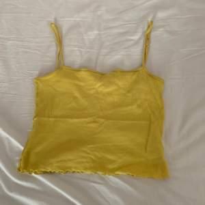 Gul croptop linne, använder inte längre pågrund av viktuppgång :)
