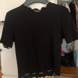 Crop top från Zara i storlek S. Använd fåtal gånger.