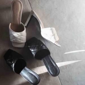 ALDRIG ANVÄNDA. Skor från Na-Kd. 300kr per par. Säljer både ett par svarta och ett år beige. Frakt tillkommer på 63kr