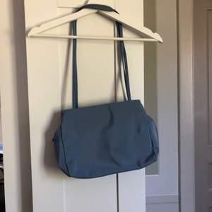 Handväska i ljusblå