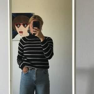 Strl S, stickad randig tröja från Gina tricot. Sällan använd så fint skick!