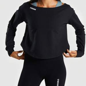Super fin oanvänd gymsharktröja, mjukt material och kan användas både vid träning men även till vardags! Säljer till högst budande, startar på 150kr, köpare står för frakt.💗💗