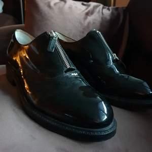 41, fin-skor, smal passform, oanvända.
