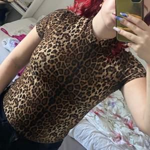 Tshirt från shein i strl Xs som inte kommer till användning, jag har M och den passar mig