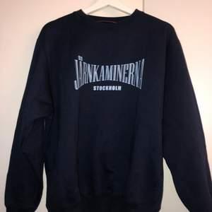 En järnkaminerna tröja i strl M. Fint skick. Säljes pga att jag inte är djurgårdare.