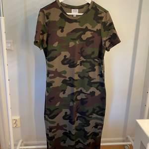 Snygg klänning från Aware Vero Moda. Aldrig använd!