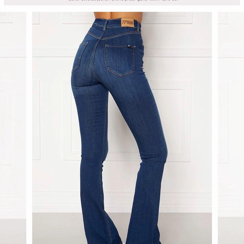 Säljes pga fel stl helt oanvända!🌸 . Jeans & Byxor.