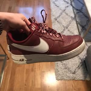 Airforce1 Nike, burgundy. Worn quite a bit. Size 40.5. 100 kr + shipping 💓