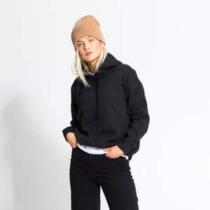 Svart hoodie utan tryck från Lager 157, strl M. Köpt ca ett halvår sedan, mycket fint skick. Fler bilder kan skickas privat vid intresse. 🥰