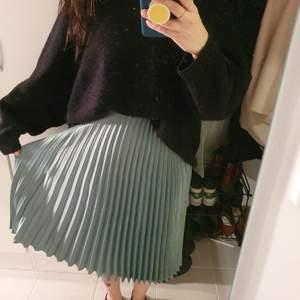Fin kjol från HM, storlek xs, aldrig använd pga fel storlek.