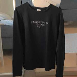 thriftad calvin klein tröja! fraktar inte men möts upp i stockholm :)