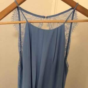 Blå Samsoe Samsoe klänning, använd endast en gång! Storlek Small!