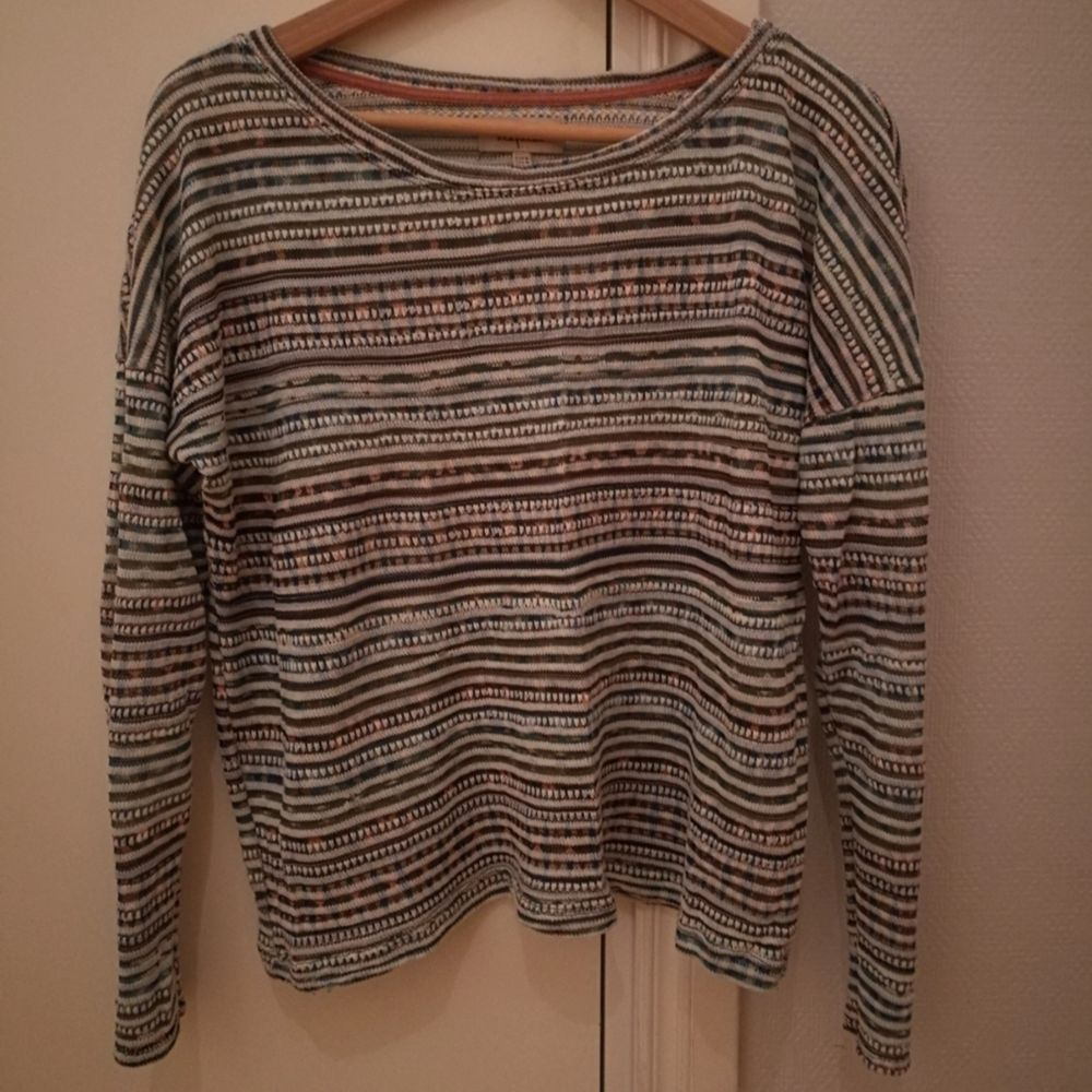 Tunt stickad tröja från Zara. Något transparant. I begagnat men fint skick. Storlek M. . Tröjor & Koftor.