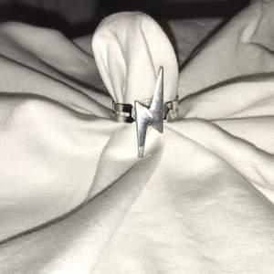 Ringar💍  Blixt-ring -29KR -NICKELFRI  Gummibjörn-ring -25KR -NICKELFRI -VALFRI FÄRG