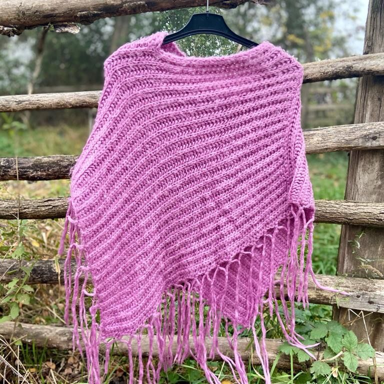 Pink warm soft poncho.  One size  Pick up available in Kungsholmen  Please check out my other items! :). Tröjor & Koftor.