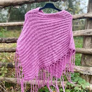 Pink warm soft poncho.  One size  Pick up available in Kungsholmen  Please check out my other items! :)