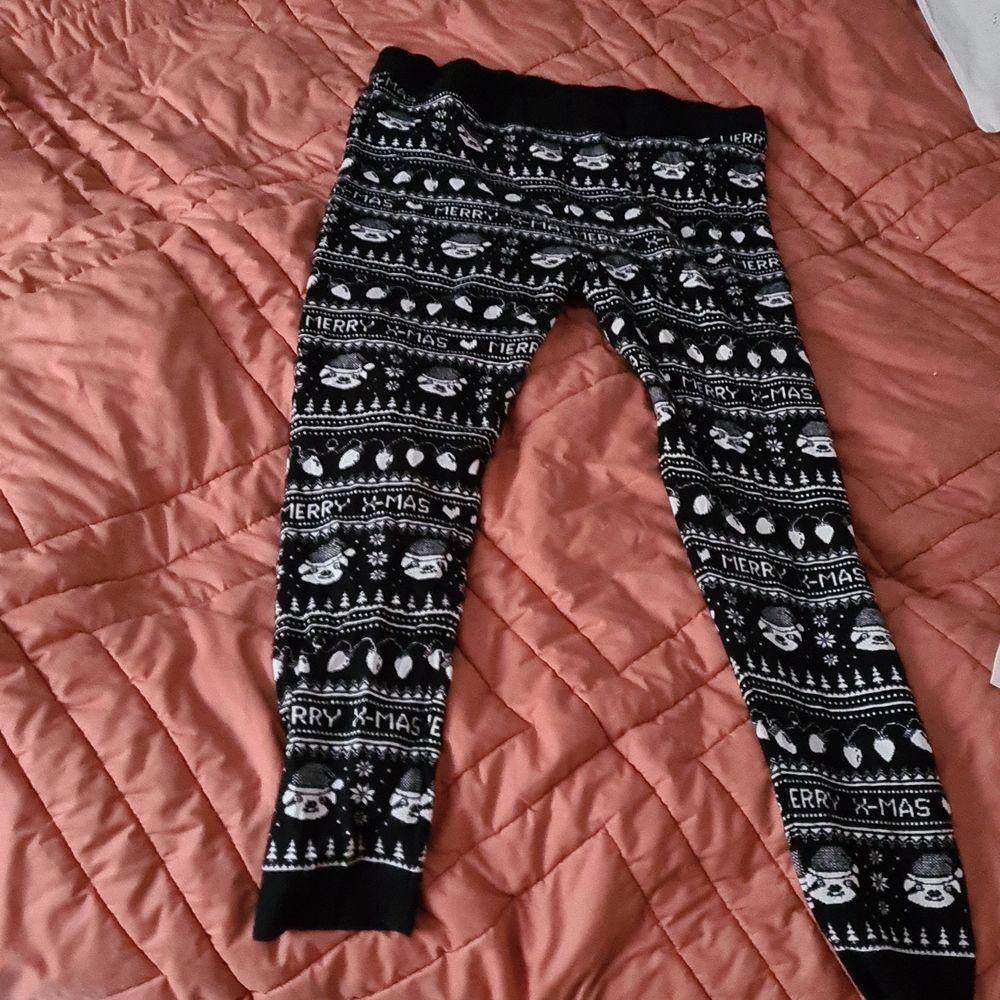 Helt nya oanvända lednings som är tjockare än vanliga tunna. Kan bäras under dina jeans eller klänning nu när det är vinter o kallt. Storleken är XL men passar även en L . 150 kr med frakten inräknat. . Jeans & Byxor.