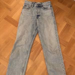 Sparsamt använda Zara jeans. Innermått ben 65 cm