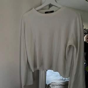 Långärmad tröja med vida ärmar🤍💍 perfekt under andra tröjor❤️  Frakt 22kr