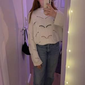 Vit stickad tröja från Gina tricot gillar inte stickat så mycket men den är för fin för att slänga så ska försöka få den såld.