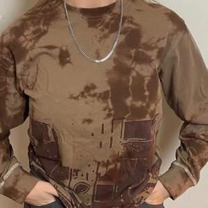 Så snygg tröja. Snygg passform, hög i kragen och mudd vid ärmarna. Funkar som overzised på mig som vanligtvis bär S!