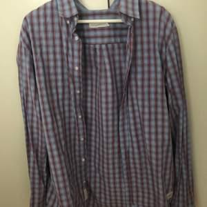 cool, rutig oversized skjorta<33 Säljer pågrund av att den inte kommer till användning längre💋