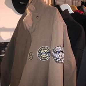 Aa cool vintage jacka! Är tyvärr lite för liten för mig:( pris kan diskuteras :)