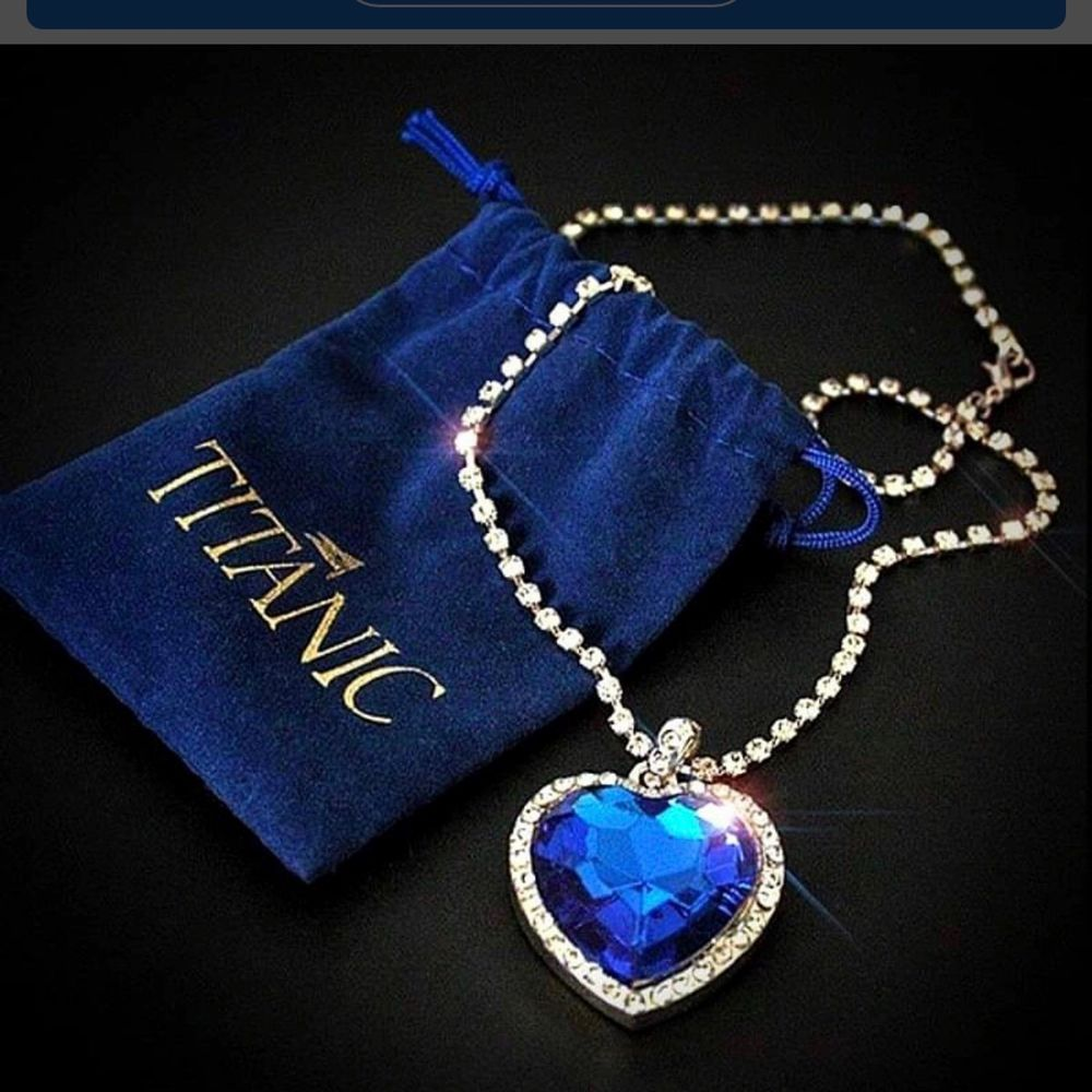 💙 Brand new Zafir blue pretty silvet 925 necklace for you is fashioned with  blue glas shaped heart  created sapphire framed in twinkling diamonds which is a replica of the titanic necklace. Enjoy!💙  bjuder på portot   . Accessoarer.