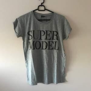 Köpt flera årsen. Knappt använd. Supercool tshirt