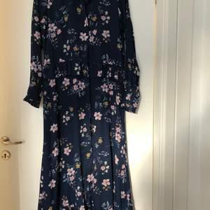 Fin långklänning från Soaked in Luxury i strl M 🌸