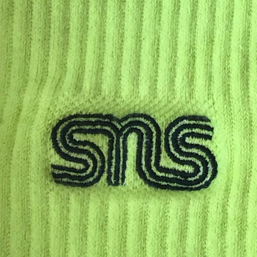 Neon gröna sneakers and stuff strumpor, står one size men de är ganska stora kanske storlek 40 typ.. Accessoarer.