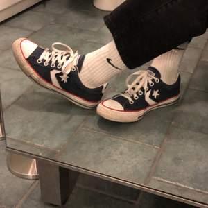 säljer ett par vintage converse, alla skor jag säljer tvättas innan dom köps! så fina i storlek 38 <3 fraktpris: ca 63kr?