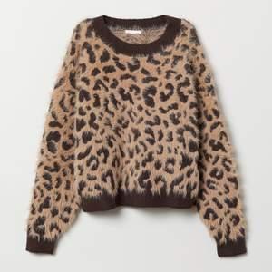 Populär slutsåld tröja i jättebra kvalité som tyvärr inte kommer till användning! Mycket bra skick!🖤🐆