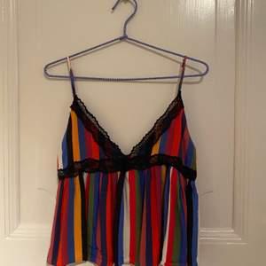Jätte fint linne från Zara trf collection! Är i superbra skick och endast använd ett fåtal gånger❤️
