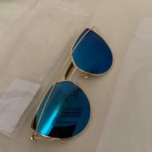 Fina solglasögon, oanvända från Madlady. Blev slutsålda väldigt fort.